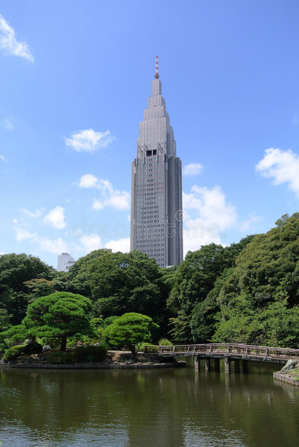 Современный небоскреб в Японии стоковое изображение