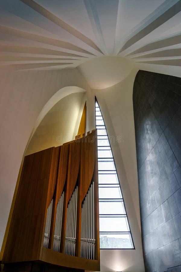 Современный орган трубы в восстановленном здании консерватории стоковое фото rf