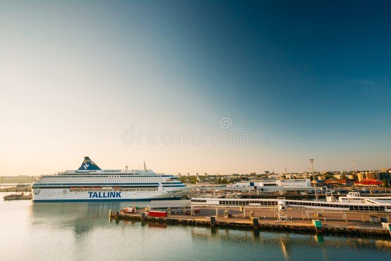 Современный паром Tallinnk на пристани в Таллине, Эстонии стоковые фотографии rf