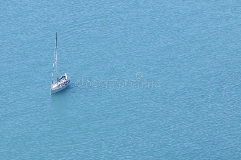 Современный парусник на море стоковое фото rf
