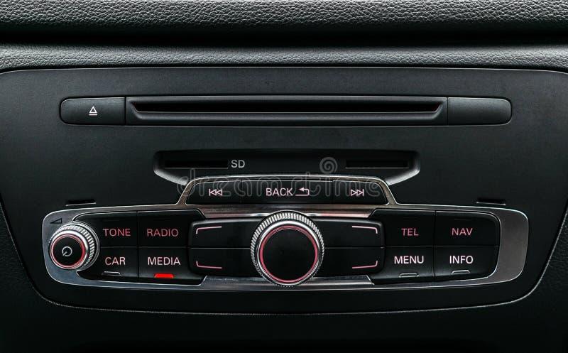 Современный роскошный автомобиль внутрь Интерьер автомобиля престижности почерните кожу Детализировать автомобиля dashboard Управ стоковые изображения
