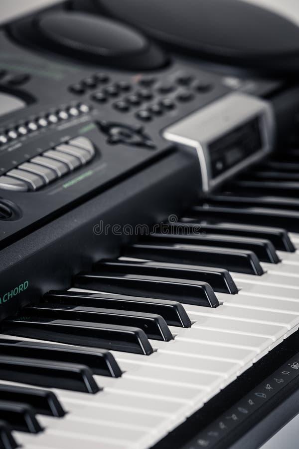 Современный рояль цифров стоковые фото
