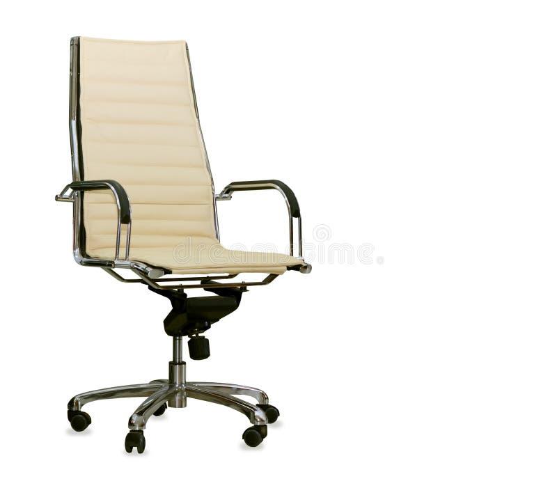 Современный стул офиса от бежевой кожи изолировано стоковое изображение