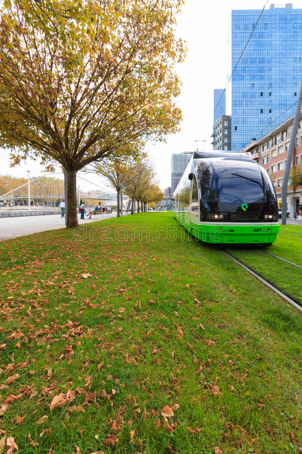 Современный трамвай Бильбао стоковые фотографии rf