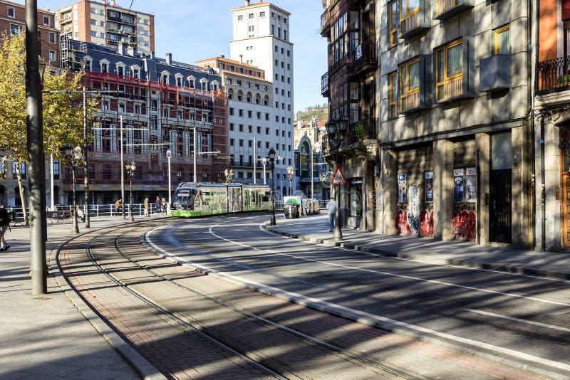 Современный трамвай в городе Бильбао Испания стоковое фото