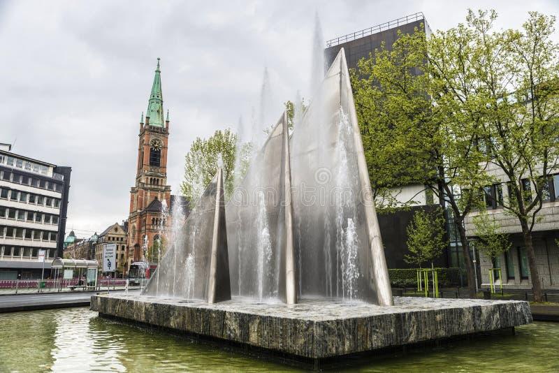 Современный фонтан в Дюссельдорфе, Германия стоковые изображения rf