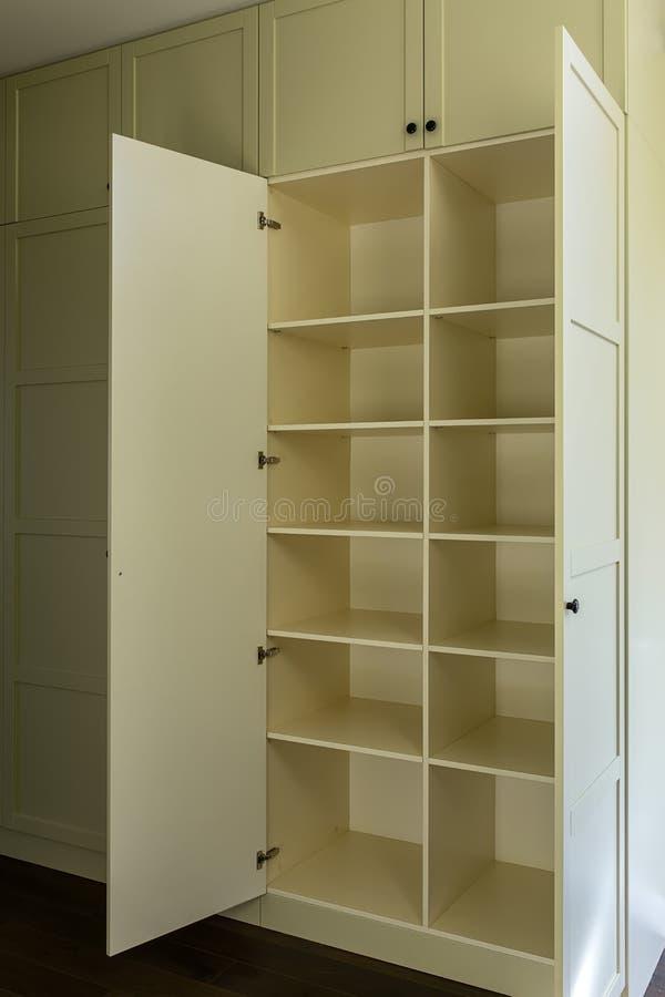Современный шкаф с полками стоковые фото
