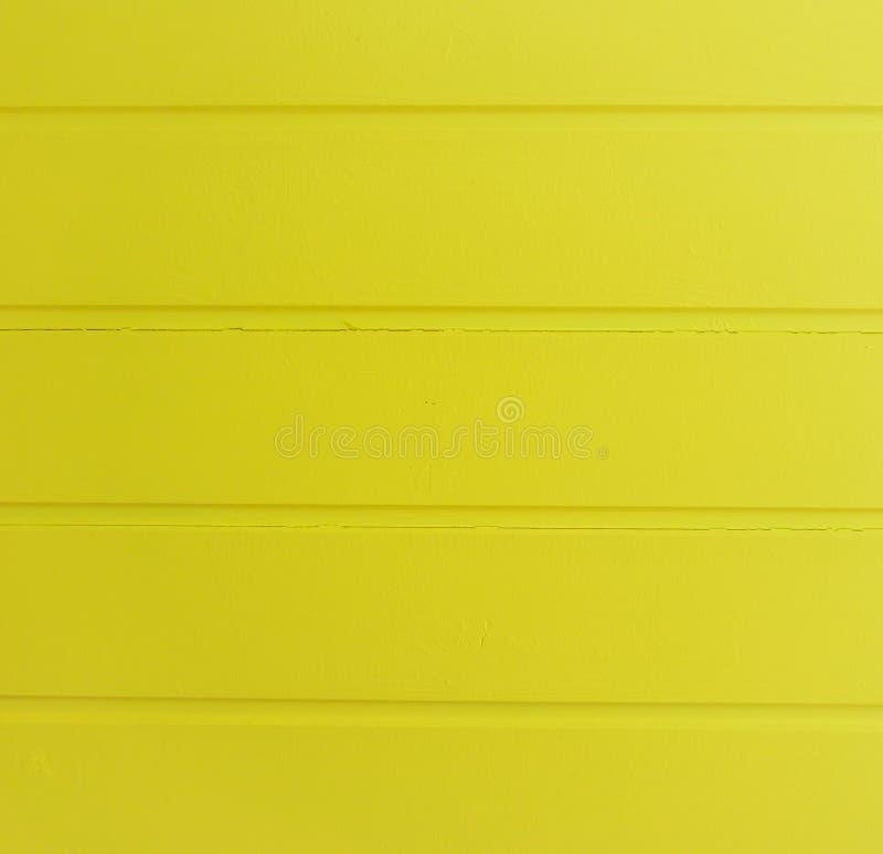 Современный яркий желтый цвет покрасил горизонтальную деревянную предпосылку структуры планок стоковое фото rf