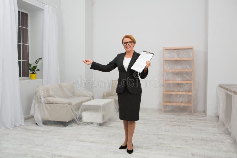 Согласование ренты квартиры стоковое изображение