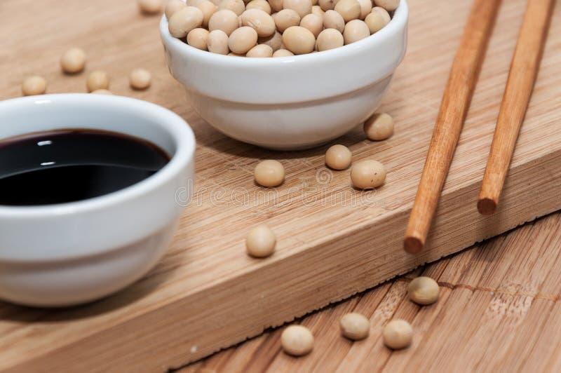 Соевый соус и палочки стоковое изображение