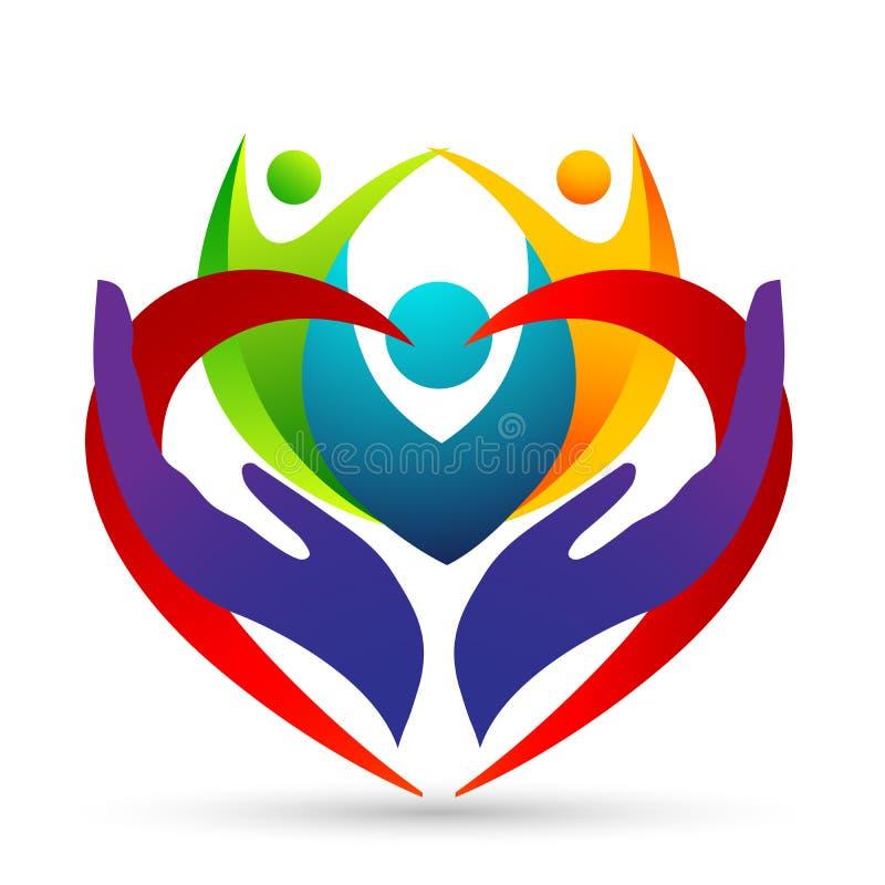 Соединение, любовь и забота семьи счастливые в красном сердце с логотипом формы руки и сердца бесплатная иллюстрация