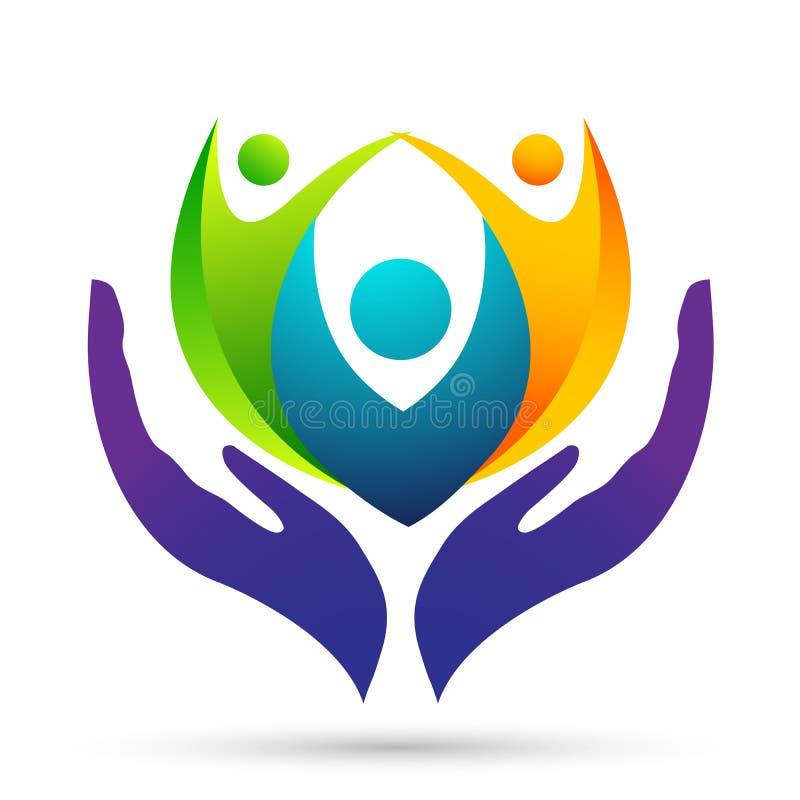 Соединение, любовь и забота семьи счастливые в a с руками принимая заботу и счастливый логотип бесплатная иллюстрация