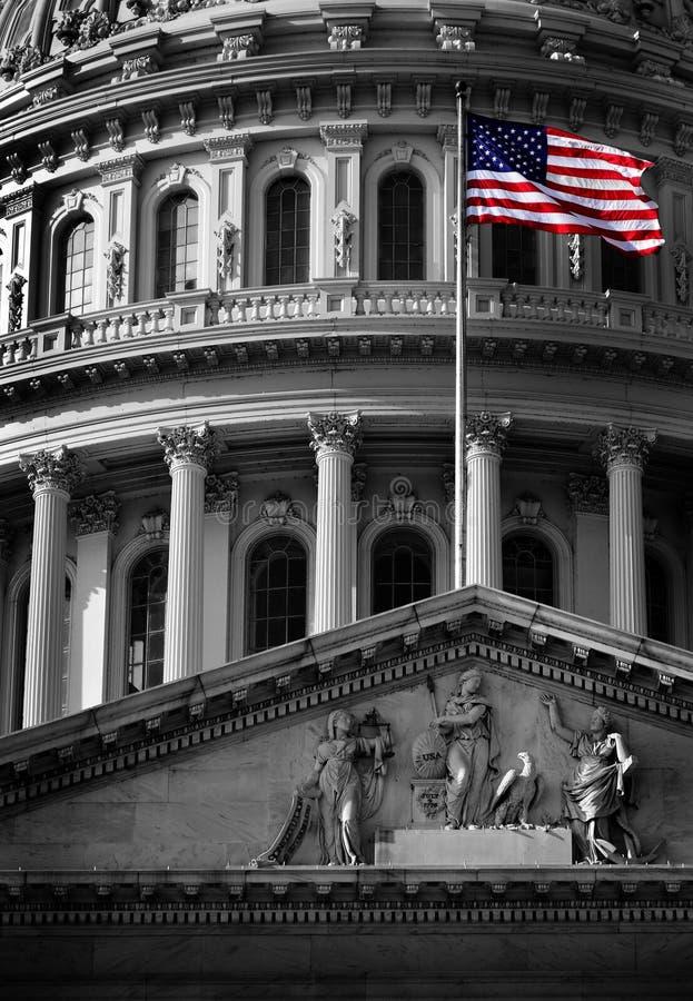 Соединенное здание капитолия положения с флагом стоковая фотография