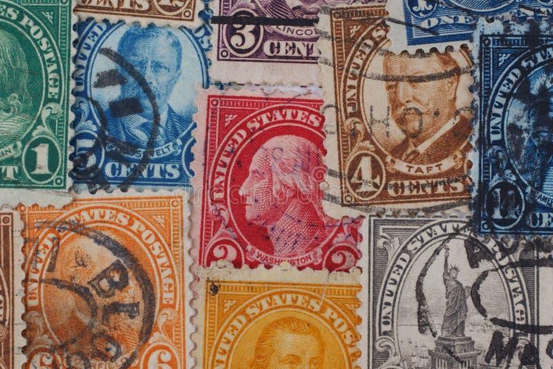 СОЕДИНЕННЫЕ ШТАТЫ - ОКОЛО 1920s: Куча винтажных печатей почтового сбора США стоковые изображения