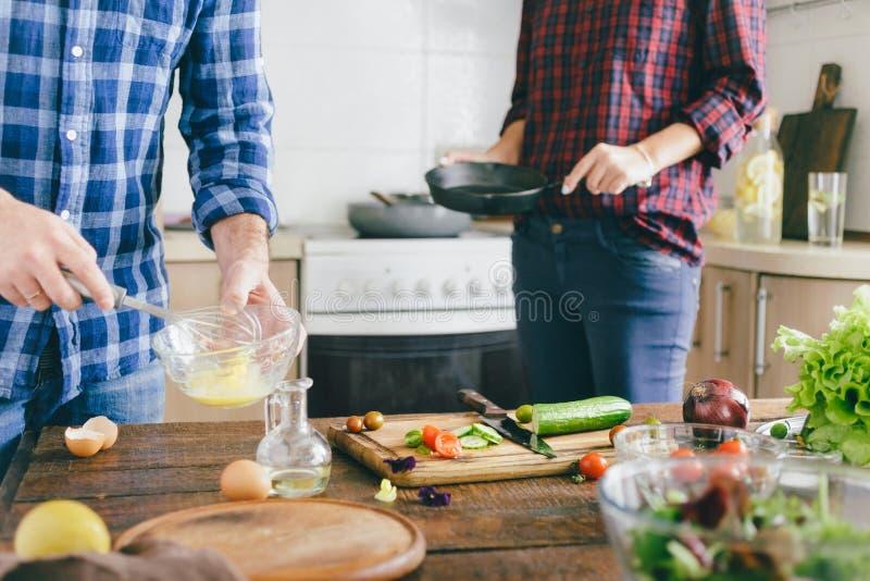 Соедините варить совместно здоровый завтрак e вскарабканный овощами стоковые фото