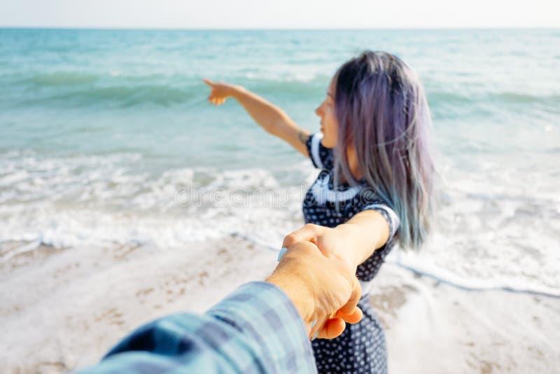 Соедините в любов отдыхая на летних каникулах стоковая фотография rf