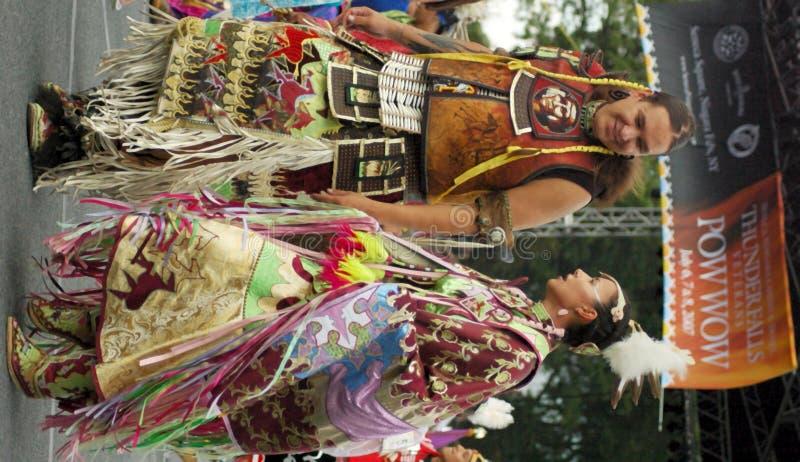 соедините танцы стоковые фото