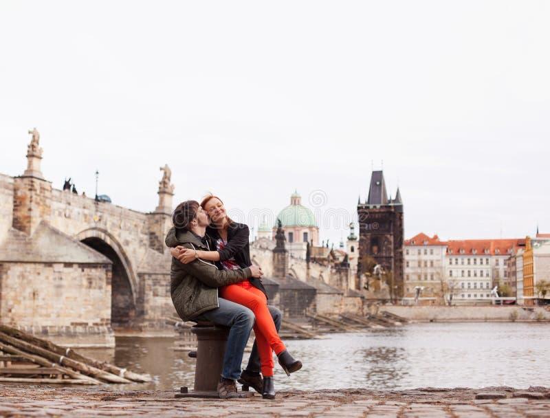 соедините детенышей влюбленности Прага, Чешская Республика стоковое изображение rf