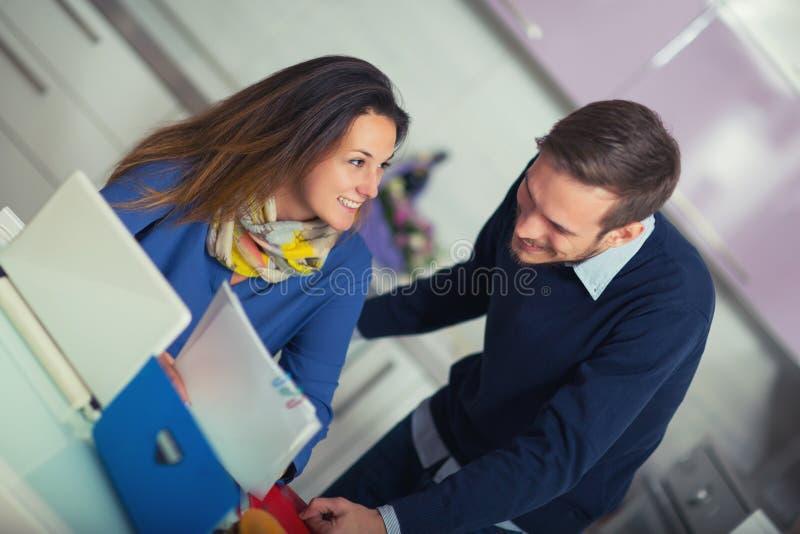 Соедините делать документацию для дома планируя дома в th стоковые фото