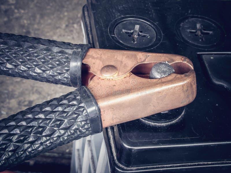 Соединительный кабель автомобильного аккумулятора стоковое изображение