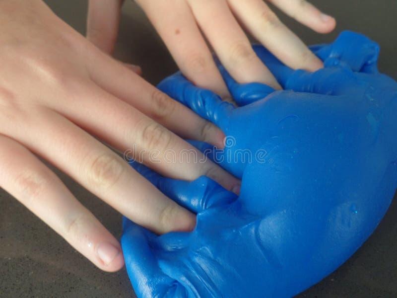 Создавать картины с голубым шламом стоковые фото