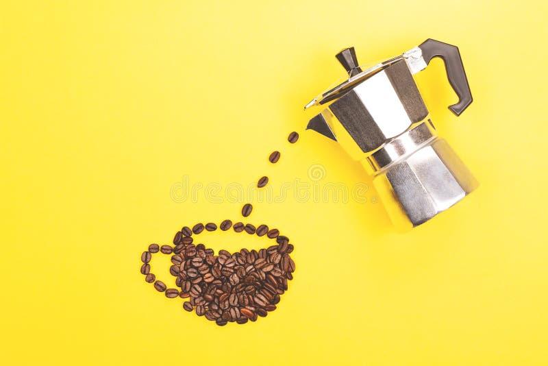 создатель кофейной чашки стоковые фото