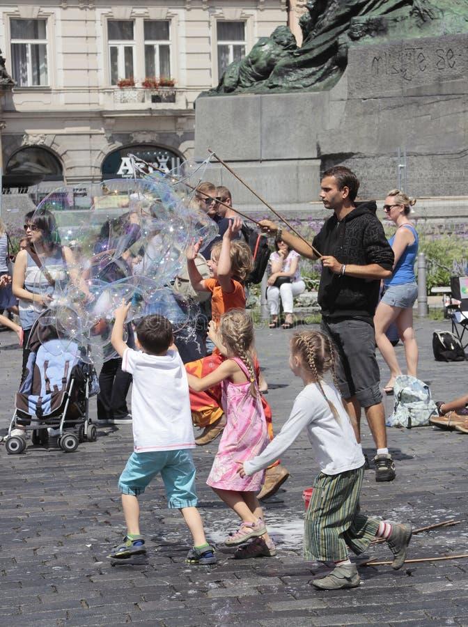 Создатель пузыря мыла стоковое фото