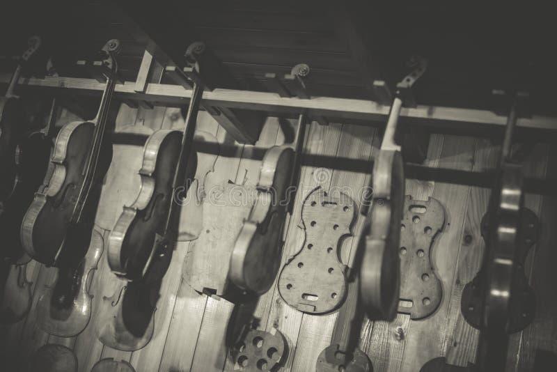 Создатель скрипки стоковые фотографии rf