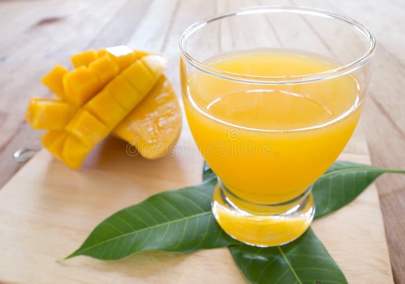 Соки манго стоковые изображения