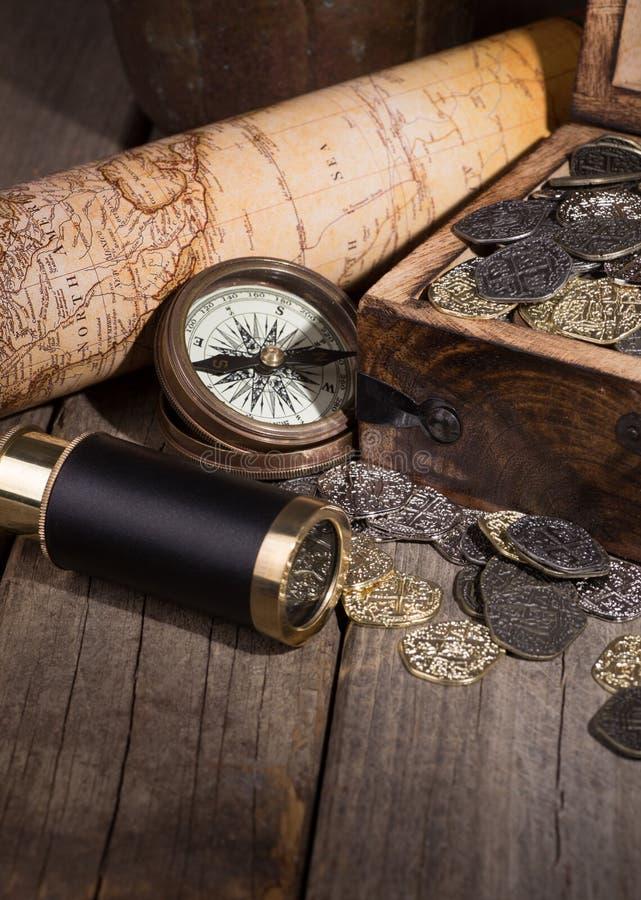 Сокровище золота и серебра стоковое изображение