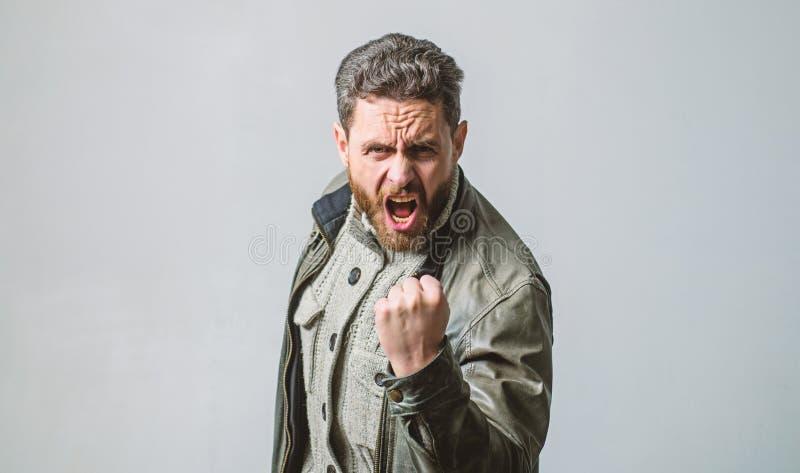 Сокрушанный с эмоциями Крича зрелый человек кричащий Сторона зверского бородатого хипстера человека крича Кричать и стоковые изображения rf