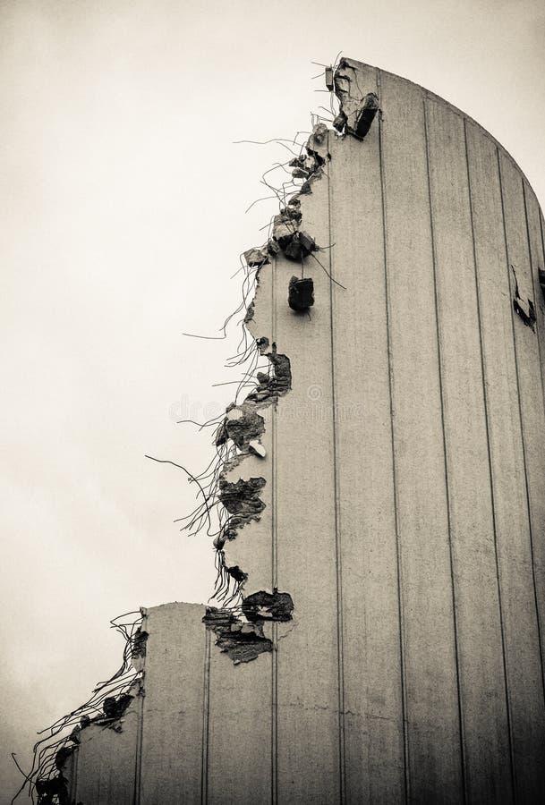 сокрушенное здание стоковые фотографии rf
