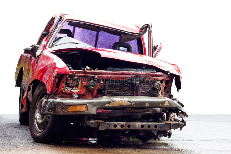 Сокрушенный фронт изолята красного автомобиля стоковая фотография