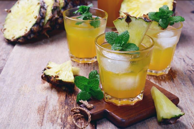 Сок ананаса стоковые фотографии rf