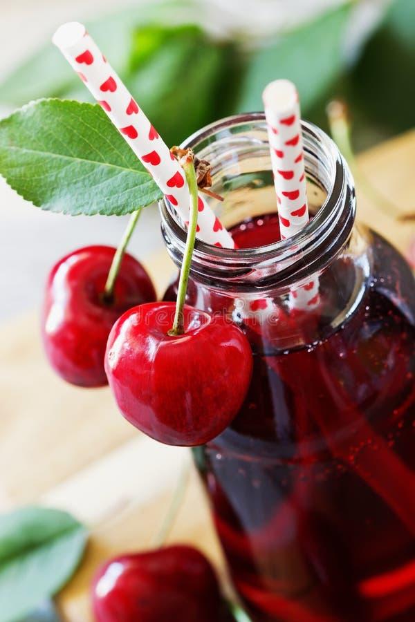 сок вишни свежий стоковые изображения rf