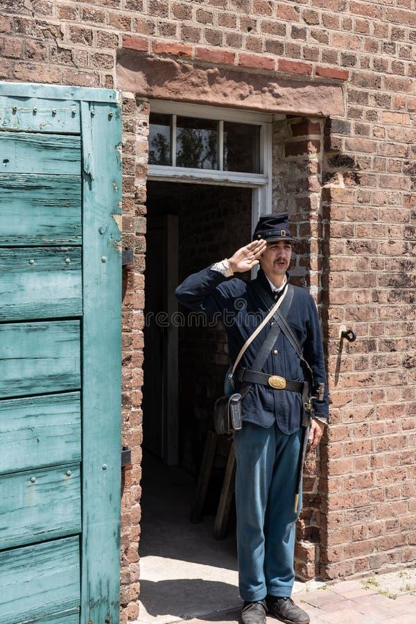Солдат гражданской войны в салютовать соединения равномерный стоковое изображение rf