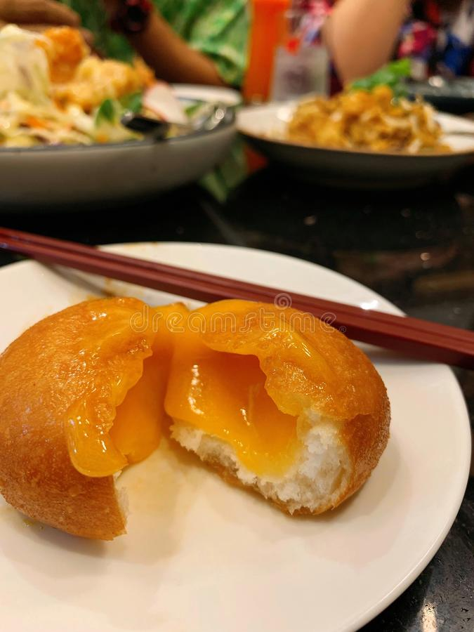 Соленая плюшка лавы яйца стоковое изображение