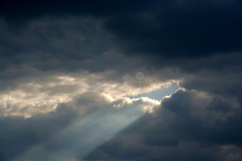 солнечний свет луча стоковое изображение rf