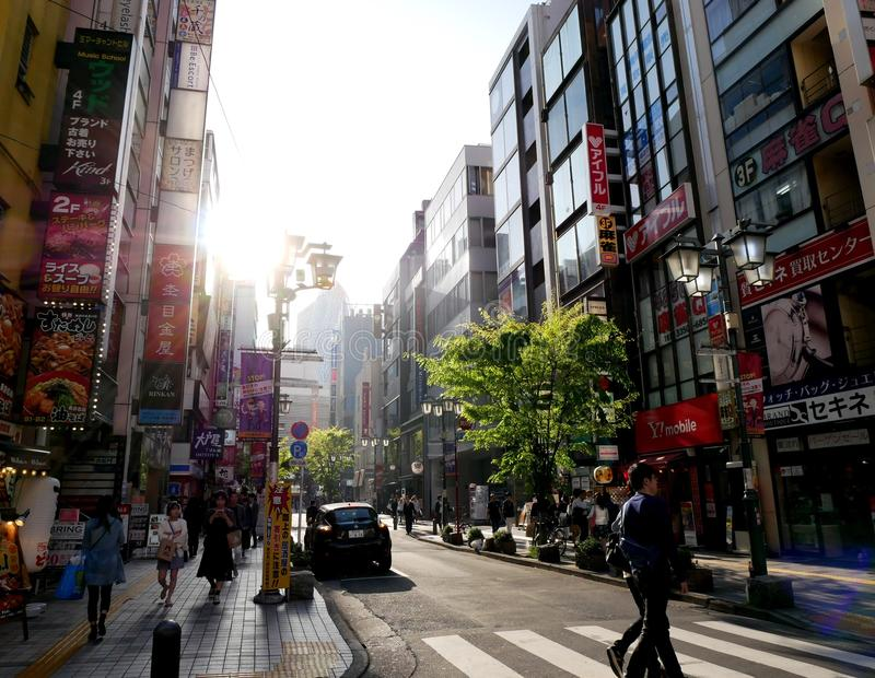 Солнечное после полудня в токио стоковые фото