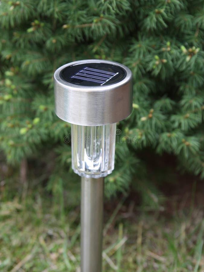 солнечное сада приведенное в действие светильником стоковые изображения rf