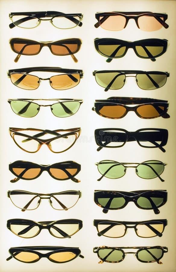 солнечные очки дисплея стоковые фотографии rf