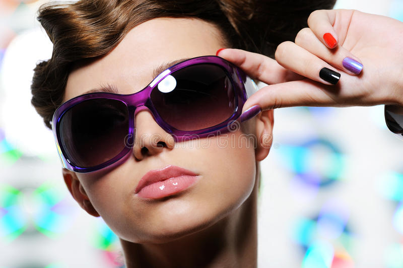 солнечные очки красивейшей стороны женские стильные стоковая фотография rf