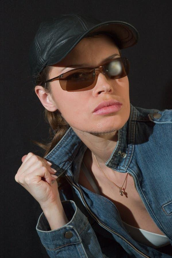 солнечные очки красотки черные стоковое фото rf
