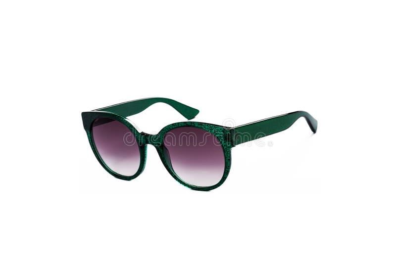 Солнечные очки с пурпурными стеклами на изолированной белой предпосылке стоковые фотографии rf
