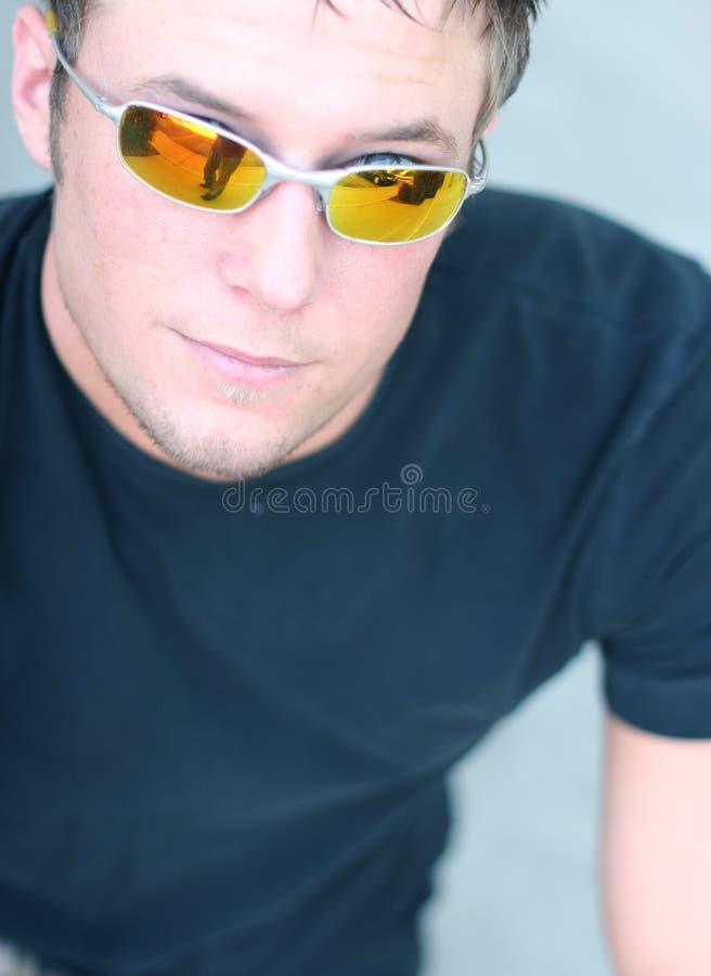 солнечные очки человека молодые стоковые фото