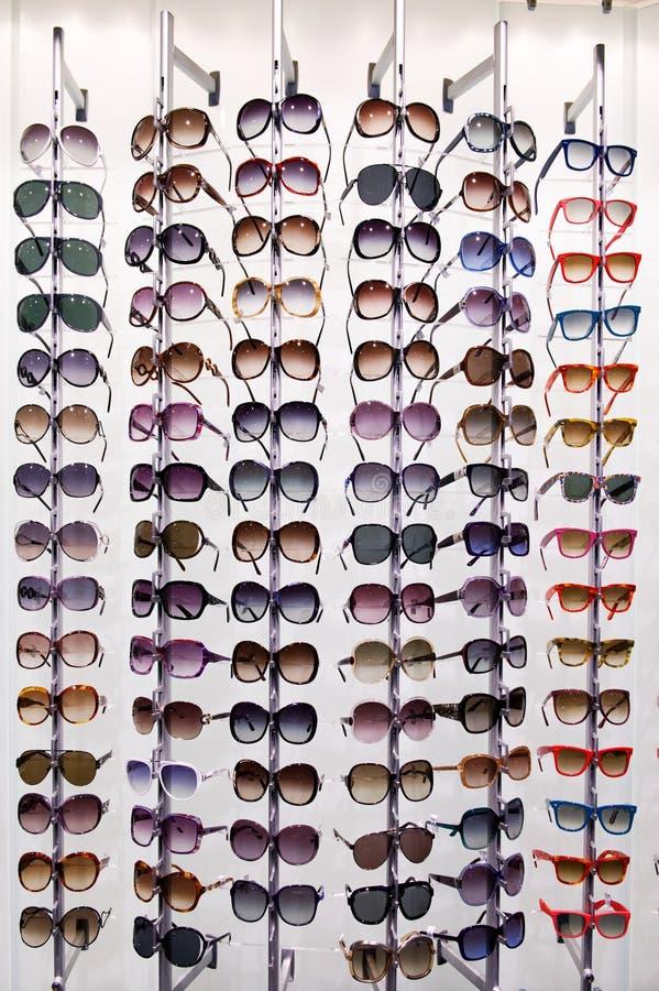 солнечные очки шкафа стоковая фотография rf