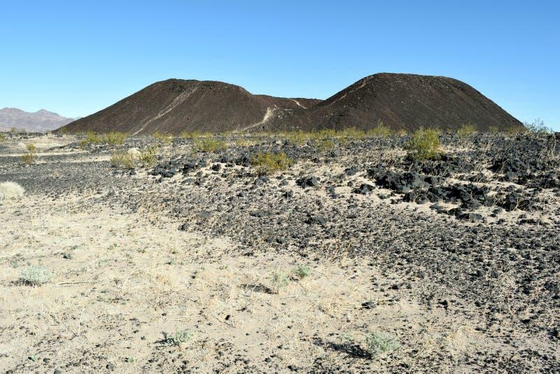 Солнечный день на кратере Amboy стоковые изображения rf