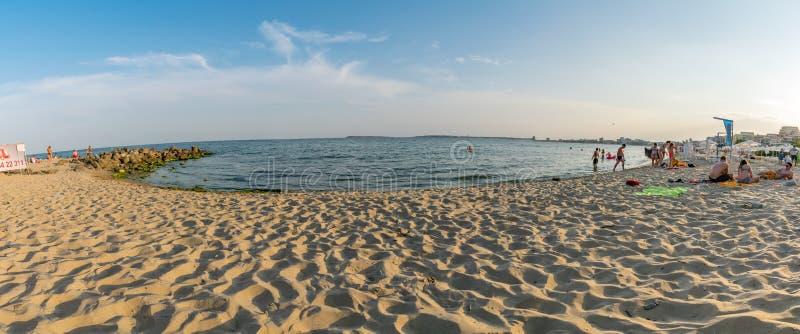 СОЛНЕЧНЫЙ ПЛЯЖ, БОЛГАРИЯ - 4-ОЕ СЕНТЯБРЯ 2018: Панорама на солнечном пляжном комплексе на солнечный день в своем побережья Болгар стоковые фотографии rf