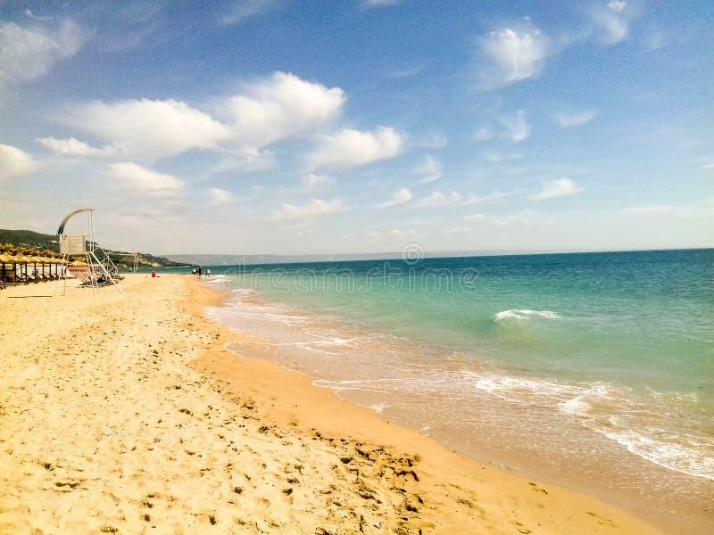 Солнечный пляж стоковые изображения