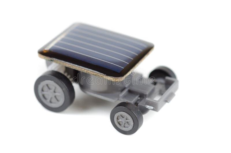 Солнечный приведенный в действие автомобиль игрушки стоковые фотографии rf